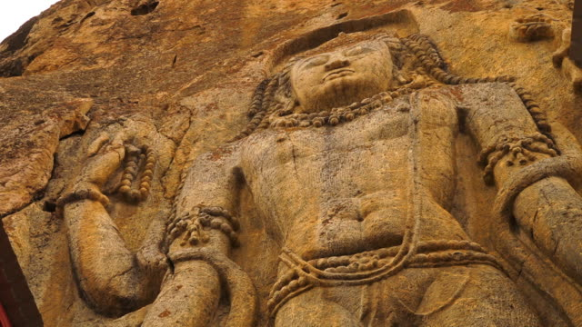 upper part of  mulbekh chamba statue, ladakh road - perlenschnur stock-videos und b-roll-filmmaterial