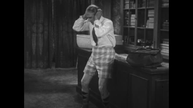 1934 Upset Scottish customer with no kilt searches for missing tailors