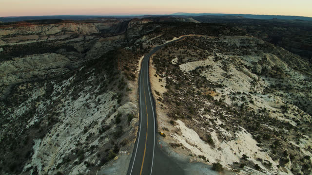 upward tilting drone shot of empty road in grand staircase-escalante national monument - grand staircase escalante national monument stock-videos und b-roll-filmmaterial