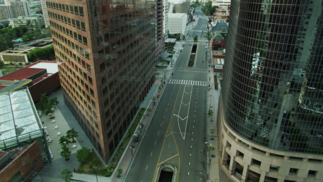 upward tilting drone shot of grand avenue, downtown los angeles during covid-19 lockdown - los angeles county stock-videos und b-roll-filmmaterial