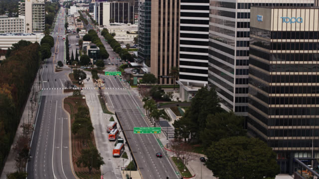 upward tilting drone shot of quiet santa monica boulevard during covid-19 lockdown - beverly hills california stock videos & royalty-free footage