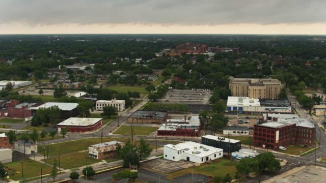 vídeos y material grabado en eventos de stock de urban decline in toledo, ohio - aerial - terrenos a construir