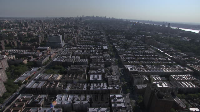 stockvideo's en b-roll-footage met aerial urban houses and buildings / new york city, new york, united states - letterbox format