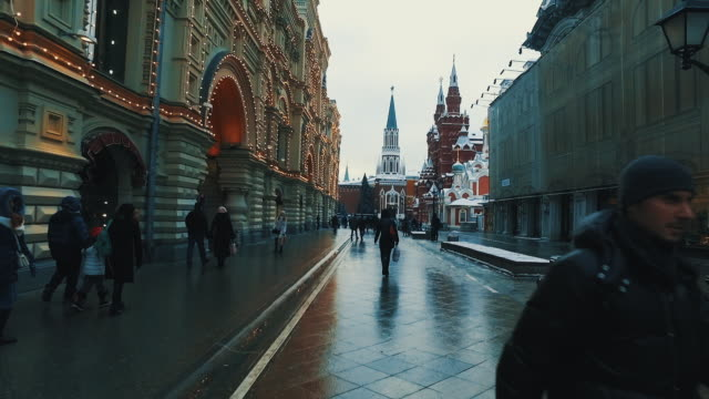 vídeos de stock e filmes b-roll de urban life with red square building russian style cover by snow in winter season  -  moscow and red square russia - rússia