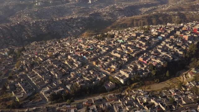 vidéos et rushes de urban neighborhood in mexico city, aerial view - ensoleillé