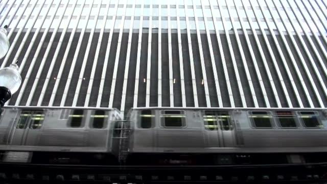 vídeos de stock e filmes b-roll de urban rail in chicago - veículo terrestre comercial