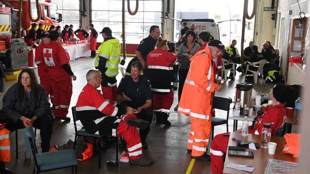 stockvideo's en b-roll-footage met urban search and rescue, and red cross personnel have a break for lunch at the napier fire station on november 11, 2020 in napier, new zealand. heavy... - reddingswerker