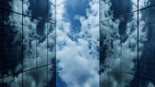 vidéos et rushes de le ciel urbain - reflet