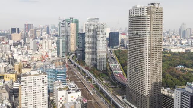 vídeos de stock e filmes b-roll de urban skyline of tokyo time lapse - bairro de shinjuku