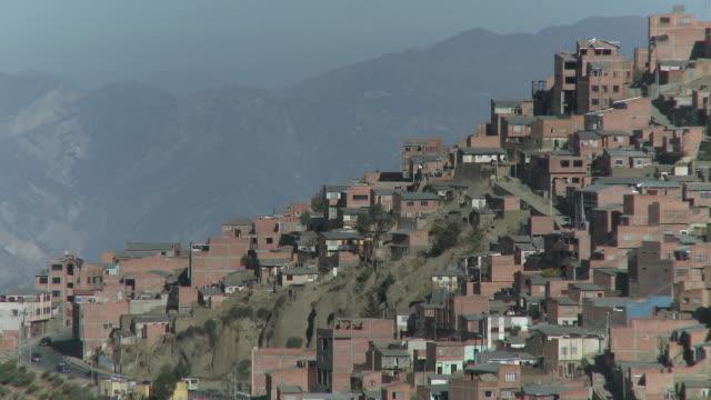 vídeos de stock e filmes b-roll de ws urbanization of city / la paz , bolivia - la paz bolívia