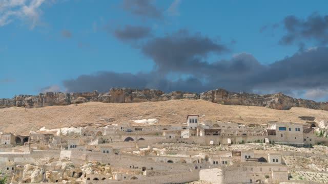 vídeos de stock, filmes e b-roll de urgup-cappadocia abriga o lapso de tempo. - arcaico