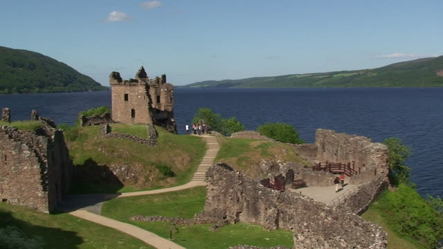 castello di urquhart - scottish culture video stock e b–roll