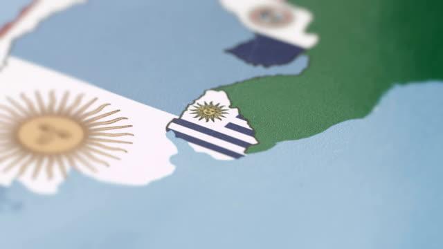 Uruguay grenzt Nationalflagge auf Weltkarte