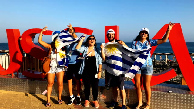 vídeos y material grabado en eventos de stock de uruguay fans ahead of the game against spain. during the 2018 fifa world cup russia round of 16 match between uruguay and portugal at fisht stadium... - uruguay