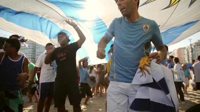vídeos de stock, filmes e b-roll de cu uruguay fans celebrate a victory at the fifa fan fest on copacabanaa beach on june 24 2014 in rio de janeiro brazil - uruguai