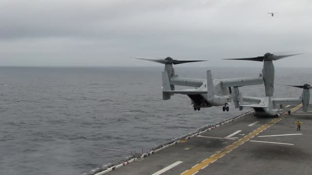 us marines and sailors with the 31st marine expeditionary unit conduct flight operations on the uss bonhomme richard at sea in preparation for... - kampfhubschrauber stock-videos und b-roll-filmmaterial