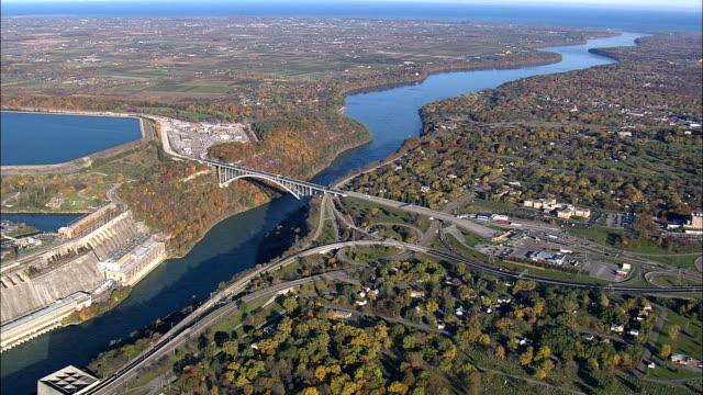 vídeos y material grabado en eventos de stock de estados unidos y canadá frontera - vista aérea - nueva york, condado de niágara, estados unidos - cruce