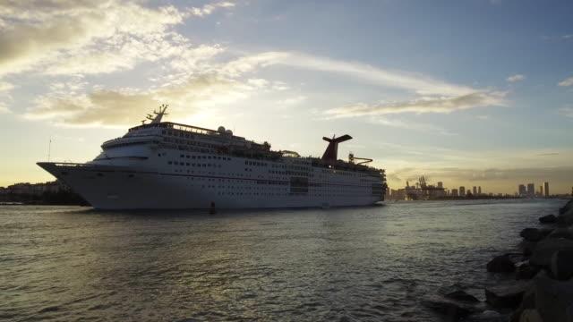 Usa, Florida, Miami Beach, Cruise ship leaving the port of Miami