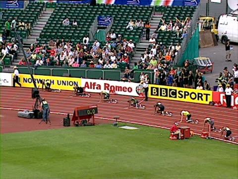 usain bolt competes in men's 200m final, norwich union grand prix - 決勝戦点の映像素材/bロール