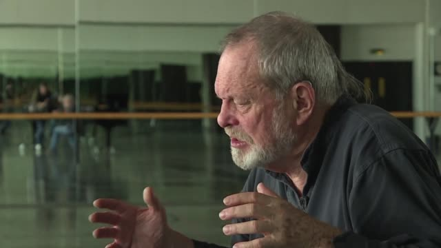 stockvideo's en b-roll-footage met usborn british director terry gilliam speaks to afp as he prepares to bring berlioz's benvenuto cellini to the paris opera - terry gilliam
