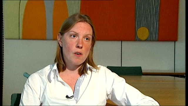 david cameron makes case for military strikes tracey crouch mp interview sot - 武力攻撃点の映像素材/bロール