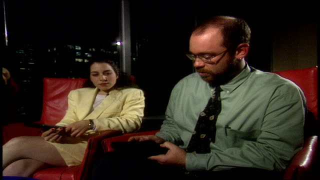 users in 1993 predicting the future of smart phones and hand held devices - organizer stock-videos und b-roll-filmmaterial