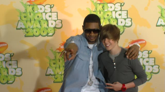 usher and justin bieber at the nickelodeon's 22nd annual kids' choice awards at los angeles ca - 2009 stock videos & royalty-free footage