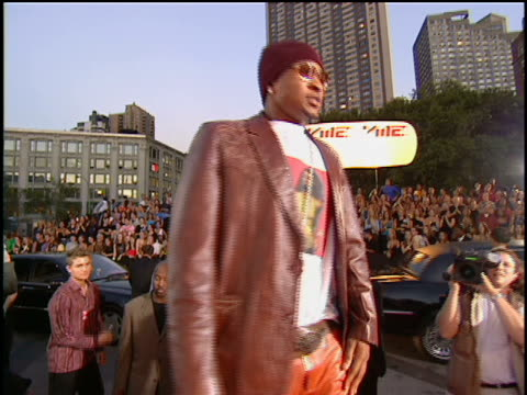 Usher arriving at Lincoln Center for the 2001 MTV MTV Video Music Awards The MTV Video Music Awards are held at the Metropolitan Opera House No audio...