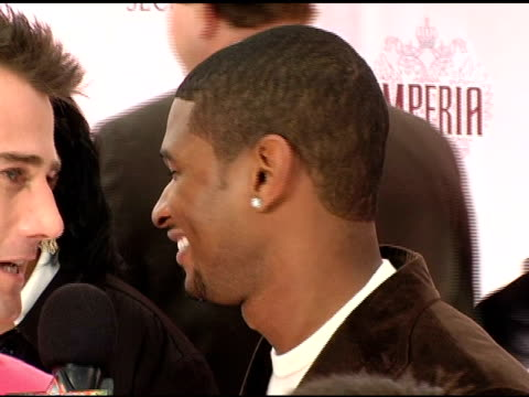 usher at the 10th victoria's secret fashion show arrivals at the armory in new york new york on november 9 2005 - waffenlager stock-videos und b-roll-filmmaterial