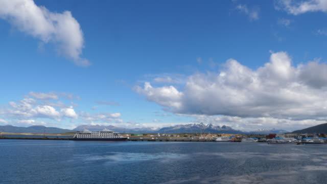 stockvideo's en b-roll-footage met ushuaia harbor and city landscape - rondrijden