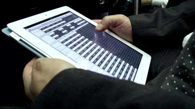 vídeos y material grabado en eventos de stock de hd: usando un comprimido en el metro - hoja de cálculo