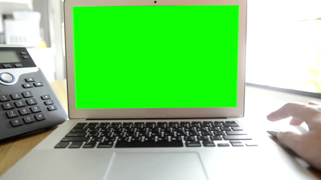 Using computer with green screen (HD)