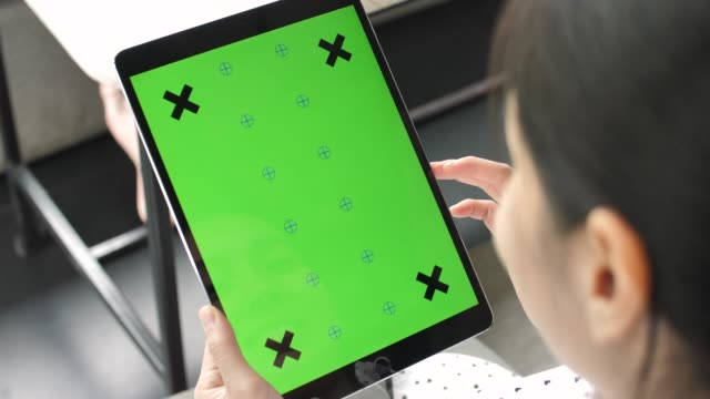 using digital tablet with green screen - paginazione video stock e b–roll
