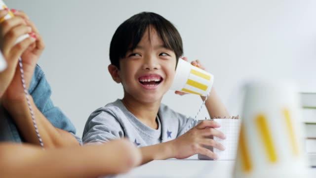 vídeos de stock, filmes e b-roll de usando o telefone diy - bebês meninos