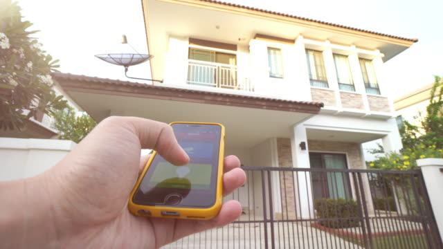 Met behulp van mobiele toepassing huisautomatisering en slimme technologie voor thuis