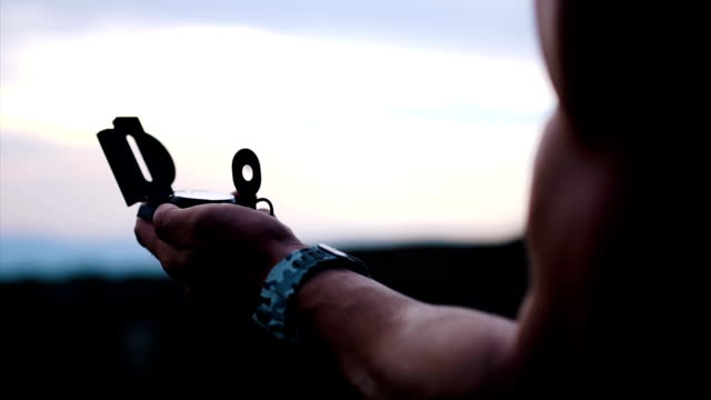 navigation kompass - kompass stock-videos und b-roll-filmmaterial