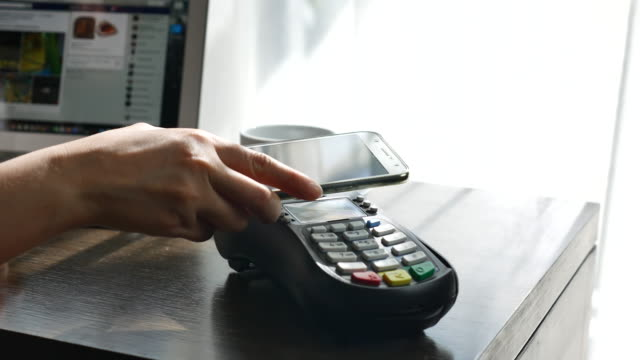 Using NFC technology to pay with mobile phone, Contactless payment
