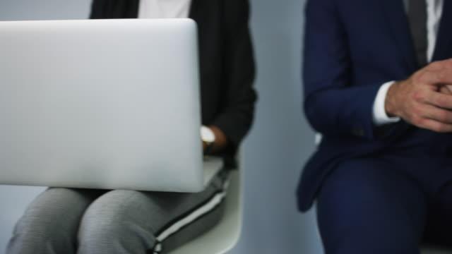 vidéos et rushes de utilisation de nos applications pour préparer l'entrevue - chaise