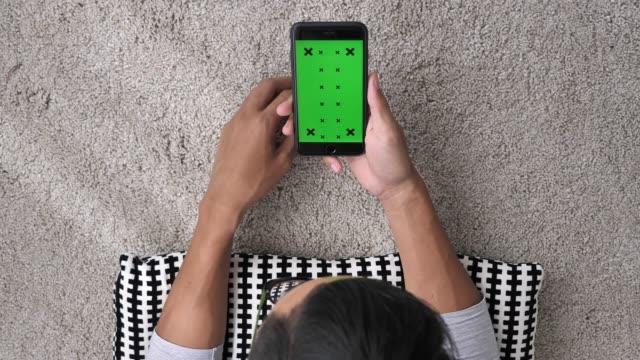 Mittels grüner Telefonbildschirm