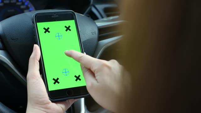 Telefon benutzen mit Greenscreen im Auto