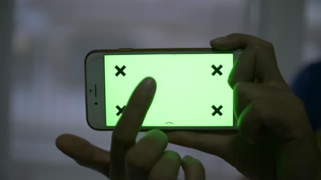 vidéos et rushes de slo mo, utilisez l'écran de téléphone intelligent vert - photo messaging