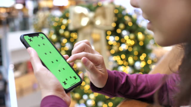 Using Smart phone with Green screen in Shopping Mall