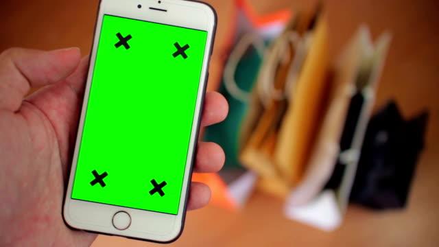 Mit Smartphone mit Greenscreen, Nahaufnahme