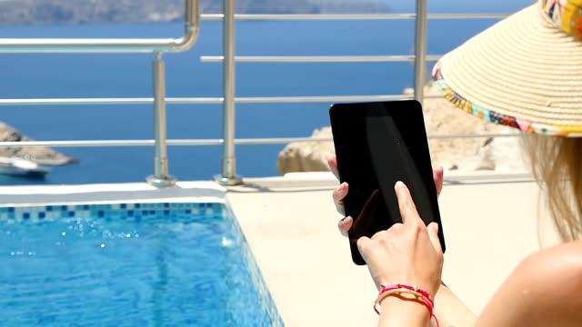 Using tablet & poolside & vacations