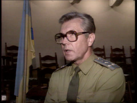 us/soviet summit ussr ukraine kiev ukrainian man singing about the days of the cossacks/ senior ukrainian politicians listening/ speakers cms colonel... - sickle stock videos & royalty-free footage