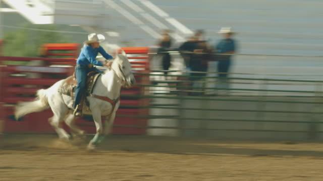 stockvideo's en b-roll-footage met utah vat racing rodeo - texas longhorn