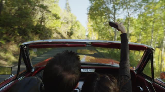 vídeos de stock e filmes b-roll de usa, utah, provo canyon, mature couple in road trip,convertible car - provo
