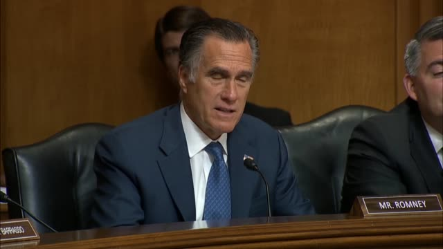 vidéos et rushes de utah senator mitt romney says at a senate foreign relations committee hearing on us policy towards russia that the goal of having a collaborative... - guerre froide