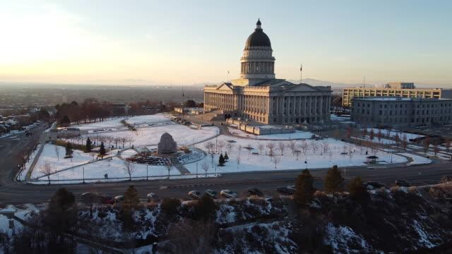 vídeos de stock, filmes e b-roll de edifício do capital do estado de utá - utah