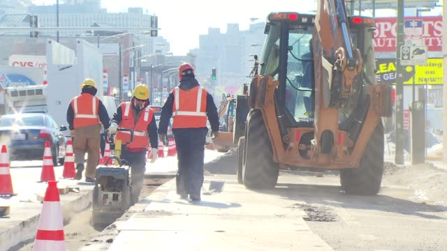 utility workers repair sidewalks during cold weather snap - addetto alla manutenzione video stock e b–roll